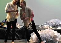 Haugen, Papirmannen og Søppeldronninga 6 Flette hår, Anne Katrine og Liv Hanne Haugen Foto Susanne Næss Nilsen